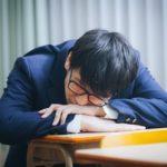 「学校の始業時間は早過ぎ」クロノタイプ(朝型/夜型)の最新研究